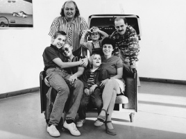 Regős Family with the Moldován Family at the Retrospective exhibition in the Gallery of Szentendre Art Colony, 1995